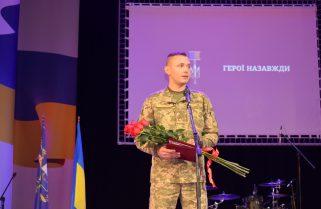 У Маріуполі орденом Народний герой України нагородили військових
