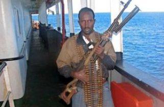 Пірати знову захопили судно з українцями на борту